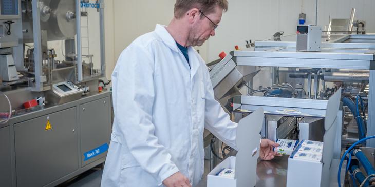 Produksjon av Medox - pakking av esker